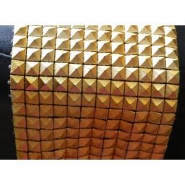 Galon forme pyramide doré