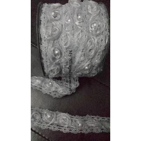 Galon dentelle fleur organza perlée gris