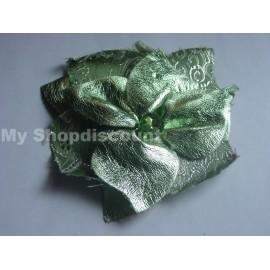 Broche fleur vert